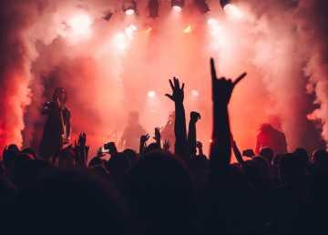 Mau tau musik berisik yang bisa jadi teman sedih ?